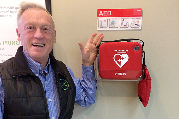 EKCs Don Holt with defibrillator in Cranbrook branch